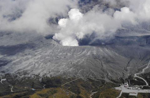 阿蘇山噴火、警戒続く