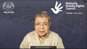 ASEANのオンライン緊急外相会議で演説するマレーシアのサイフディン外相=15日、クアラルンプール(マレーシア外務省提供、AP=共同)