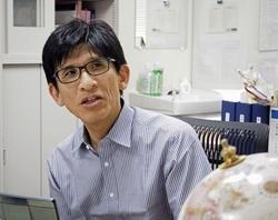 膵臓切除後の糖尿病発症を追跡した九州大の小川佳宏教授(同大提供)