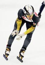 男子1500メートル順位決定戦のレースを終えた渡辺啓太。失格となった=北京・首都体育館(共同)