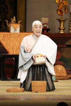 十月大歌舞伎の舞台で「雪若丸」を見せ、古里のコメをPRする中村橋吾さん(鶴岡市出身)=東京・歌舞伎座(松竹提供)
