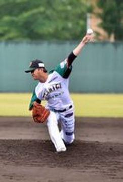 6回4失点でマウンドを降りた栃木GBの先発・内林=足利市総合運動場硬式野球場