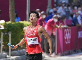 男子50キロ競歩 6位でゴールする川野将虎=札幌大通公園発着特設コース