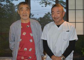 見川さんの息子である泰岳さん(右)と柄本。生前の見川さんについて対談し、話は絶えなかった
