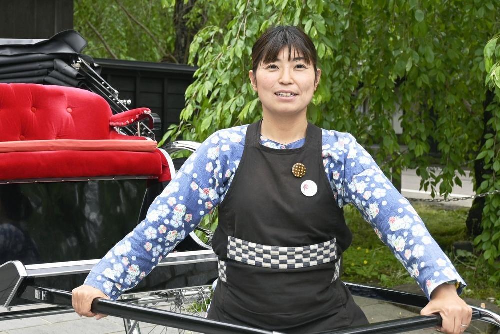 人力車夫として働く傍ら、スケートボードを続けてきた菊地利佳さん=5月、秋田県仙北市
