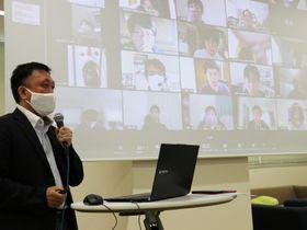 オンラインで収支計画や営業戦略の立て方について学ぶ参加者ら=徳島市の徳島大常三島キャンパス