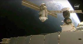 29日、国際宇宙ステーション(下)に接続目前のロシアの実験棟ナウカ(中央)(NASA提供・AP=共同)