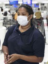帰国前、取材に応じるウィシュマ・サンダマリさんの妹のワヨミさん=23日夜、成田空港