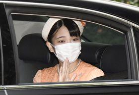 東京・高輪の仙洞仮御所に入られる秋篠宮家の長女眞子さま=25日午前