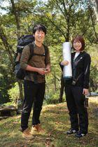 サバイバルキャンプを企画した野田さん(右)と小柳さん=国立諫早青少年自然の家