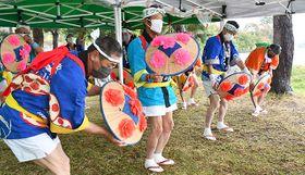 徳良湖築堤100年を記念した感謝祭で花笠踊りが披露された=尾花沢市