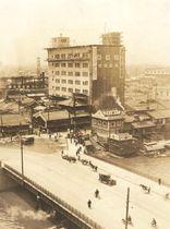 1927年、建設当初のミズノ旧本社ビル(中央上)=大阪市