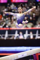 女子種目別平均台で金メダルを獲得した芦川うらら=北九州市立総合体育館