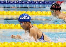 女子50メートル平泳ぎを大会新記録で2連覇した岡田侑奈
