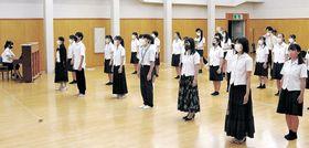 第1回定期公演に向け、オペラの練習に励む部員=富山市民芸術創造センター