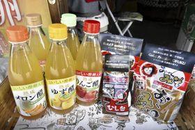 森文醸造が新しく売り出しているみそと「おいしい酢卵」=14日午前、内子町内子
