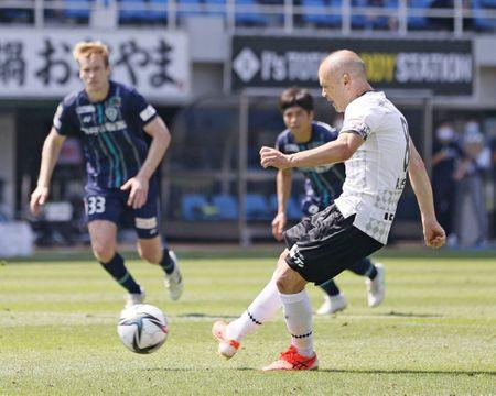 J1再開、神戸が福岡に競り勝つ