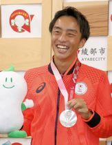 東京パラリンピックを終え、ふるさとの綾部市役所を訪問した長谷部さん(9日、綾部市若竹町)