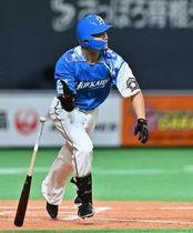 三回2死二塁で先制の適時三塁打を放つ西川。価値ある得点を叩き出した