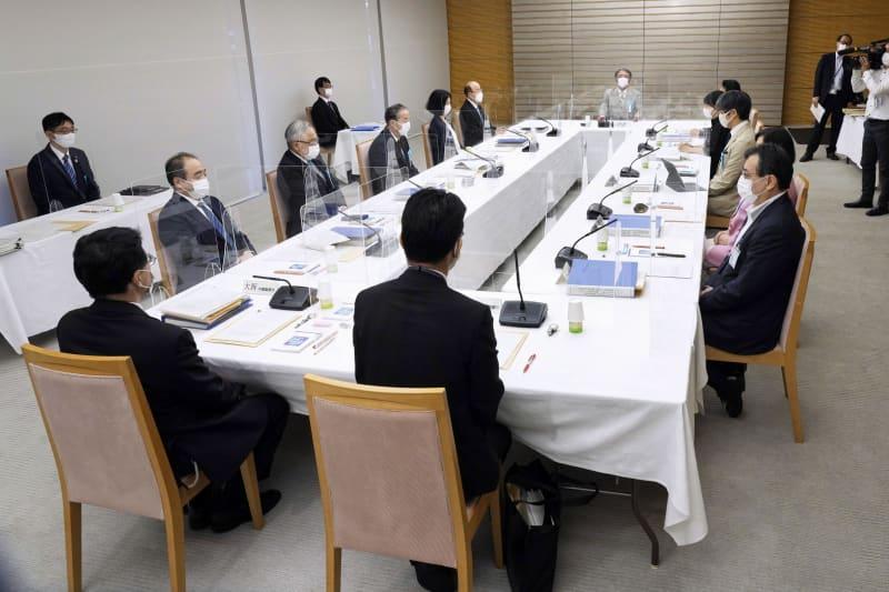 首相官邸で開かれた安定的な皇位継承策を議論する有識者会議=31日午後