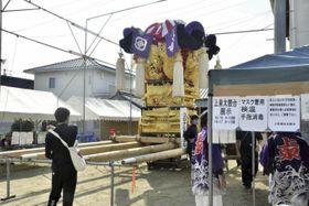 上部の泉川地区で展示が始まった上泉太鼓台=16日午前、新居浜市外山町