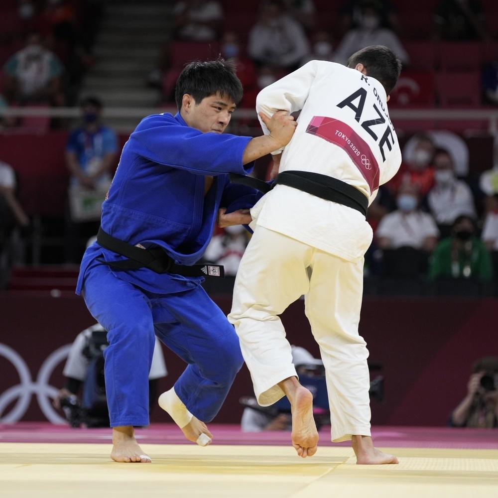 男子73㌔級3位決定戦で勝利し、銅メダルを獲得した安昌林=日本武道館