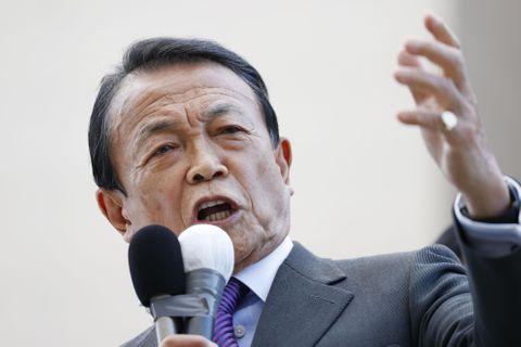 北海道小樽市で街頭演説する自民党の麻生副総裁=25日午後