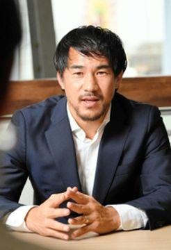 昨年8月に神戸を訪れた際、地元兵庫への思いを語った岡崎慎司選手=神戸市中央区