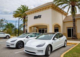 米レンタカー大手ハーツが導入を決めた米テスラの電気自動車(ハーツ提供・共同)