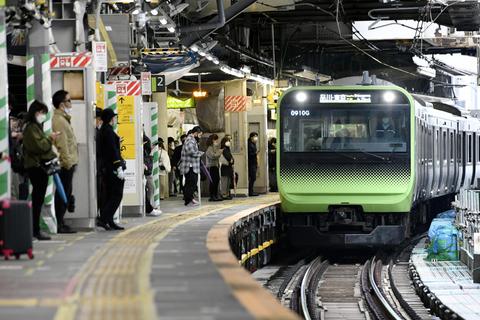 23日未明から拡幅工事を開始するJR山手線渋谷駅の内回りホーム=22日午前