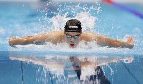男子100メートルバタフライ準決勝 力泳する水沼尚輝=東京アクアティクスセンター