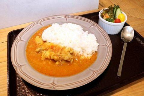 新庄産野菜ふんだん トマトカレー 道の駅内の食堂で提供