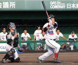 富山-滋賀 9回裏富山1死一、三塁、若杉が逆転サヨナラの3点本塁打を放つ=高岡西部