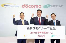 写真に納まる(左から)NTTコミュニケーションズの丸岡亨社長、NTTドコモの井伊基之社長、NTTコムウェアの黒岩真人社長=25日午後、東京都千代田区