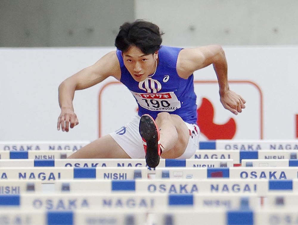 陸上日本選手権の男子110メートル障害決勝で13秒06の日本新をマークし、五輪代表入りを決めた泉谷駿介=ヤンマースタジアム長居、2021年6月27日撮影