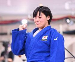 柔道女子78キロ級決勝で優勝し、笑顔を見せる浜田尚里(撮影・軸丸雅訓)