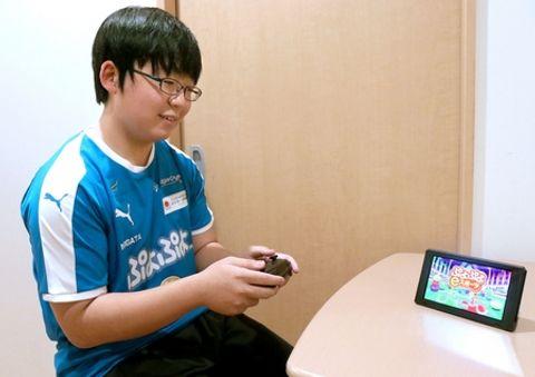 eスポーツで世界の舞台での活躍を目指す山田明宙さん=三条市上須頃