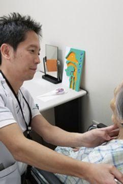 胃ろう選ぶ前に機能評価を 言語聴覚士が手引書作成 チーム医療で支える