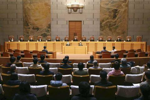今年2月、那覇市の孔子廟を巡る政教分離が問われた住民訴訟の上告審判決が言い渡された最高裁大法廷(代表撮影)