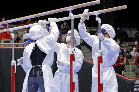 世界体操、消毒で競技中断