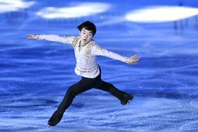 エキシビションで演技する鍵山優真=北京・首都体育館(共同)