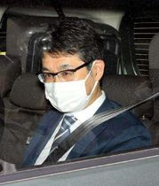 最終弁論のため東京地裁に車で入る克行被告=18日午前9時26分(撮影・浜岡学)