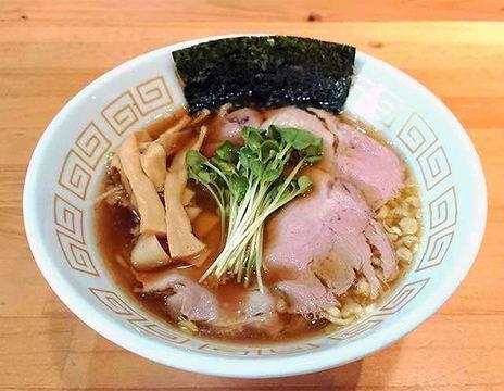 おいしい出合い:「麺屋ゑびす」醤油らーめん スープに鶏の甘み凝縮